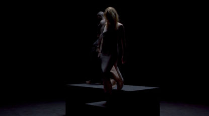 Bleu-blondino-clip-album-decor-sombre-amour-corde