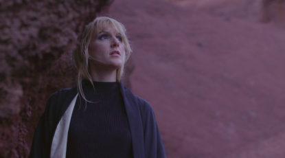 jamais-sans-la-nuit-blondino-clip-chanteuse-francaise-pop-dorothee-murail